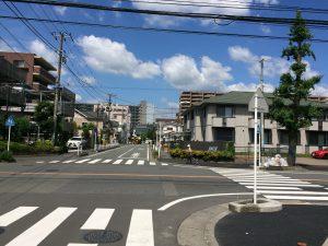 交差点から南橋本駅を望む